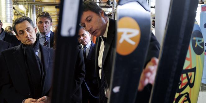 Nicolas Sarkozy sur le site de production des skis Rossignol à Sallanches en Haute-Savoie, le 13 décembre 2011.