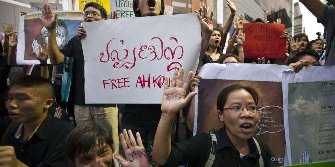 Manifestation à Bangkok, le 10 décembre 2011, pour protester contre la sévérité des lois de lèse-majesté dans le royaume.