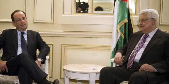 Accompagné de son directeur de campagne, Pierre Moscovici, le candidat socialiste s'est entretenu pendant une quarantaine de minutes avec M. Abbas à l'hôtel Meurice.