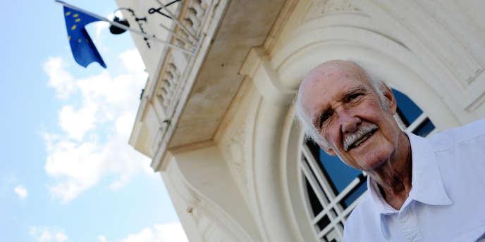 L'ancien présentateur du journal télévisé sur TF1, Ladislas de Hoyos, est mort le 8 décembre 2011 à l'âge de 72 ans des suites d'une longue maladie, a-t-on appris auprès d'élus landais.
