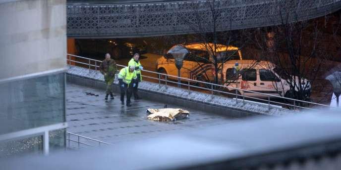 Selon un dernier bilan, l'attaque a fait quatre victimes. L'auteur des coups de feu s'est suicidé sur les lieux du drame.