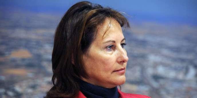 La présidente (PS) de la région Poitou-Charentes, Ségolène Royal, lors d'une réunion à La Rochelle, le 8 décembre 2011.