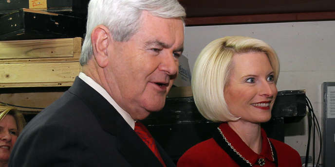 Newt Gingrich et sa femme, le 12 décembre 2011, au St. Anselm College, à Manchester, dans le New Hampshire.