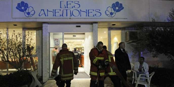 Pour l'heure, les pompiers ont pris en charge quinze personnes intoxiquées dont trois gravement qui ont été transportées à l'hôpital, selon la préfecture.