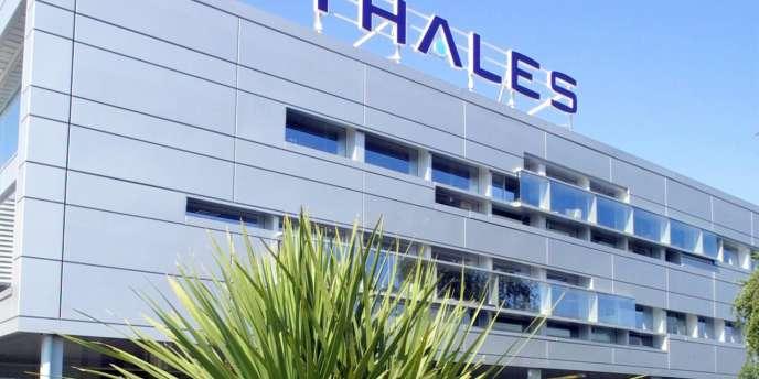 Concernant l'entreprise Thales, l'Etat actionnaire à 74% réduirait sa part à 64%, les salariés ayant les 1% restants.