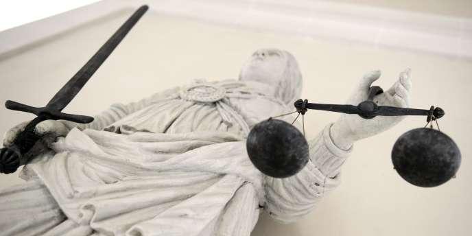 Un magistrat qui siégeait au procès Carlos avait dérobé une horloge dans les bureaux de la cour d'assises.