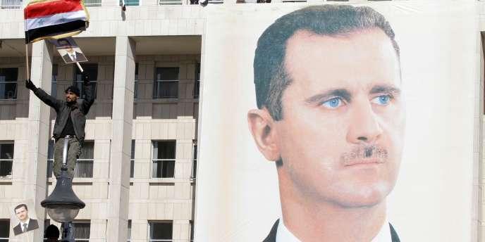 Un portrait géant de Bachar Al-Assad à Damas en novembre 2011.