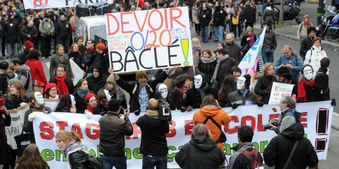La manifestation parisienne contre la réforme de l'évaluation et de l'avancement des enseignants a réuni entre 3 200 personnes selon la police et 7 500 selon les organisateurs.