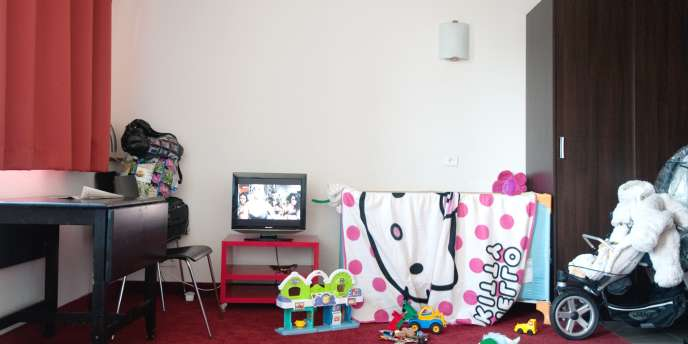 La chambre de Noisy Résidence où vit Mme D., avec ses deux enfants.