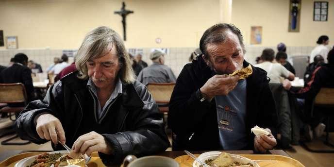 Dans le réfectoire de l'association la Mie de pain, à Paris, le plus grand centre d'hébergement d'urgence de France.