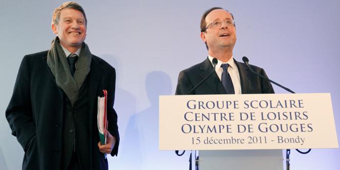 Vincent Peillon et François Hollande lors de leur visite dans une école de Bondy (Seine-Saint-Denis), le 15 décembre 2011.