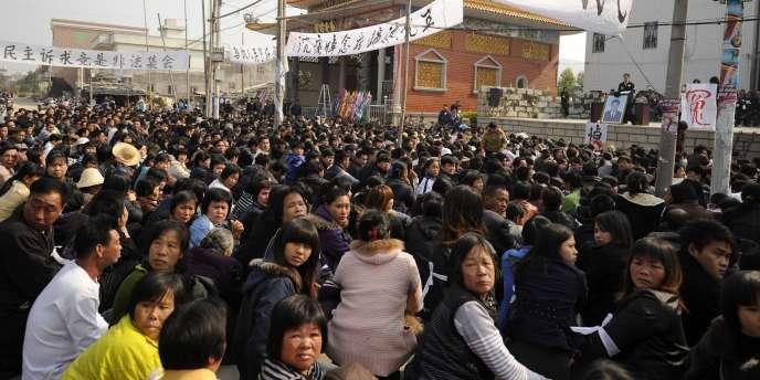 Manifestation de villageois à Wukan, dans la province chinoise du Guangdong, le 16 décembre 2011.