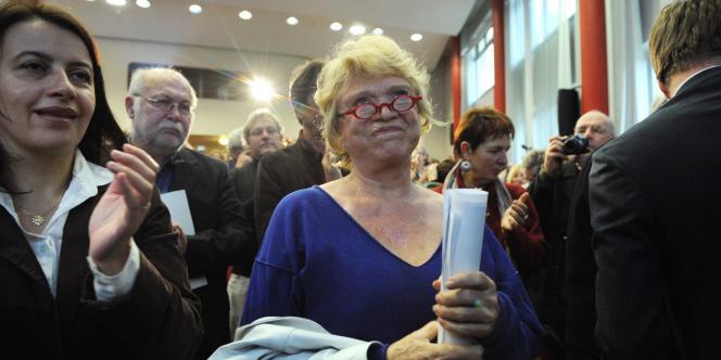Eva Joly (au centre), candidate écologiste à la présidentielle, au côté de Cécile Duflot, secrétaire nationale d'EELV, le 17 décembre à Paris.