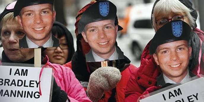 Manifestation en faveur du soldat américain Bradley Manning, emprisonné pour avoir envoyé des documents à WikiLeaks depuis sa base en Irak.