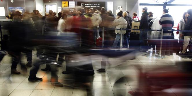 Les agents de sûreté aéroportuaire ont décidé de reconduire leur mouvement de grève pour une troisième journée consécutive après des discussions infructueuses au niveau national.
