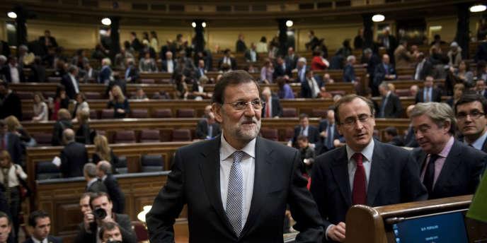 En 2011, l'Espagne aurait enregistré un déficit de l'ordre de 8 %, supérieur aux prévisions, selon le gouvernement de M. Rajoy, qui en a rejeté la responsabilité sur son prédécesseur socialiste.