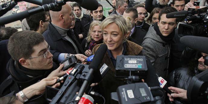 Marine Le Pen, lundi 19 décembre sur les Champs-Elysées.