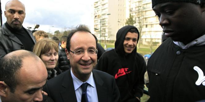 François Hollande s'est rendu à Mantes-la-Jolie (Yvelines), le 20 décembre, pour inciter les jeunes à s'inscrire sur les listes électorales.