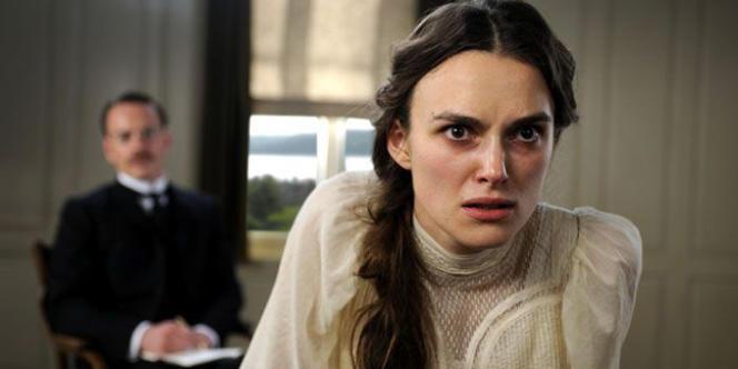 Adapté d'une pièce de Christopher Hampton, créée en France en 2009 sous le titre Parole et guérison, A Dangerous Method ne ressemble en rien au reste de l'oeuvre de David Cronenberg.