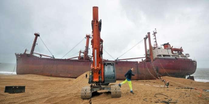Trop endommagé pour être remorqué, le TK Bremen sera finalement démonté, a indiqué la préfecture.