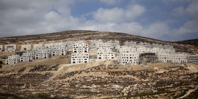 Ici la colonie de Givat Zeev en construction en 2011.