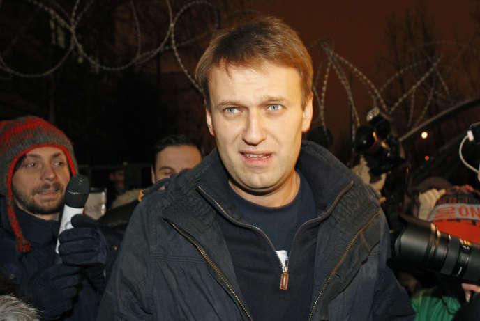 Alexeï Navalny, à sa sortie de prison à Moscou où il fut incarcéré quelques jours en décembre 2011.