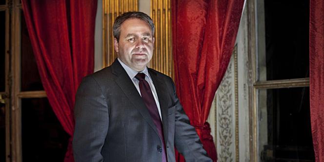 Xavier Bertrand, ministre du travail , dans ses bureaux rue de Grenelle le 19 décembre.