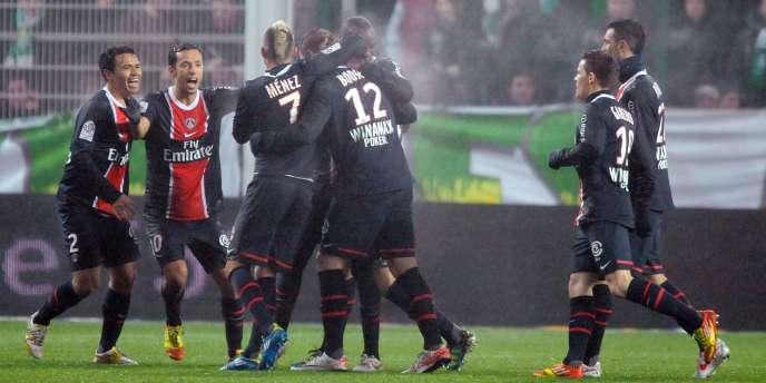 Les Parisiens félicitent Bodmer, buteur contre St-Etienne.