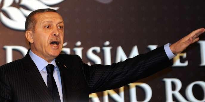Le premier ministre Recep Tayyip Erdogan, vendredi 23 décembre, lors d'une conférence de presse à Istanbul.