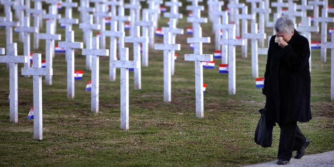 Dans un cimetière où sont enterrées des victimes de la guerre de 1991, le 17 novembre.