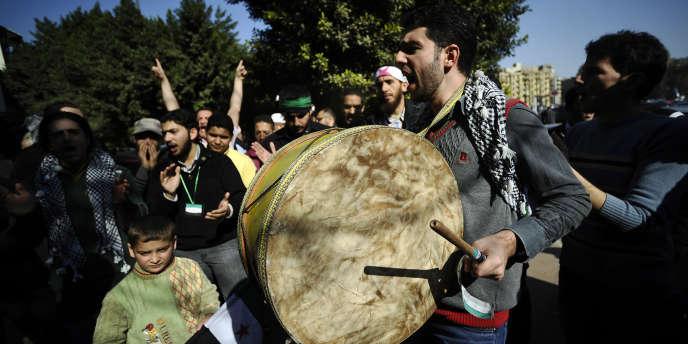 Manifestations de Syriens vivant en Egypte, le 27 décembre, en soutien à la mission des observateurs de la Ligue arabe.