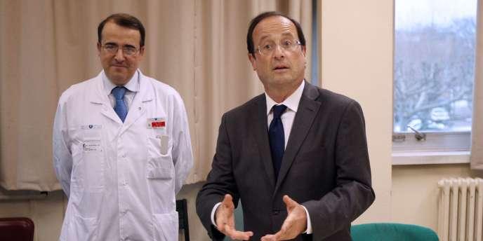 François Hollande en visite à l'hôpital de la Pitié-Salpêtrière, à Paris, le 31 décembre 2011.