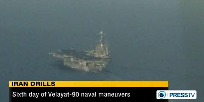 Image de la télévision iranienne, du 29 novembre, montrant un porte-avion américain dans le Golfe Persique.
