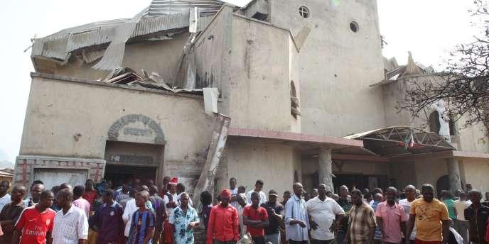 L'église Sainte-Thérèse, partiellement détruite par un attentat à la bombe, à Abuja, le 25 décembre.