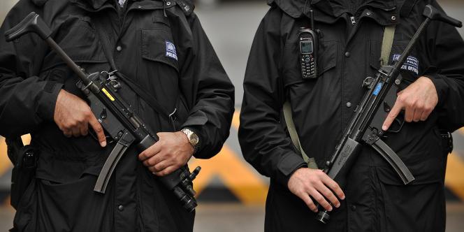 Policiers britanniques dans le centre de Londres.