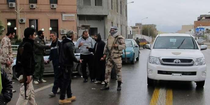 Des miliciens à Tripoli, mardi 3 janvier.