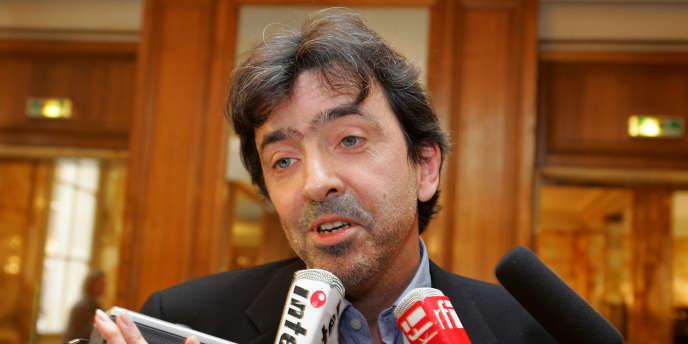 L'écrivain français Régis Jauffret à Paris en novembre 2005.