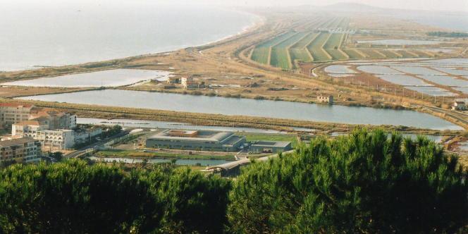 Vue des salines de Villeroy, près de Sète.