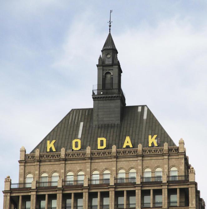 Kodak réalisait 13,3 milliards de dollars de chiffre d''affaires en 2004, 6 milliards au moment de sa faillite et il espère atteindre péniblement les 2,7 milliards cette année.