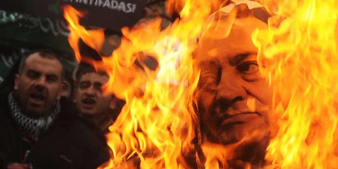 L'ancien président égyptien Hosni Moubarak a été condamné à la peine de mort par le procureur pour son rôle dans la répression des manifestations en février 2011.