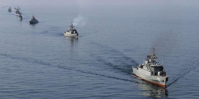 Des navires iraniens en manœuvre dans le détroit d'Ormuz, le 3 janvier.