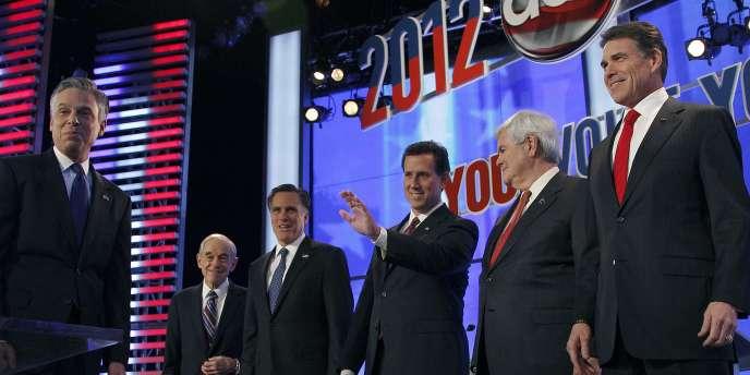 Jon Huntsman, Ron Paul, Mitt Romney, Rick Santorum, Newt Gingrich et Rick Perry lors du débat républicain, samedi 7 janvier.