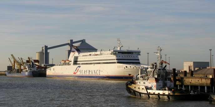 Un ferry SeaFrance, dans le port de Calais.