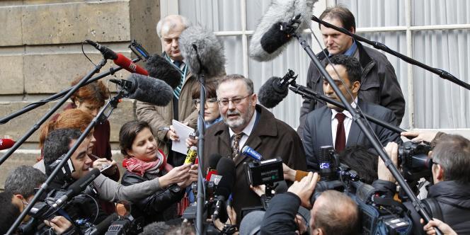 Didier Cappelle, responsable de la CFDT-Maritime Nord, répond aux médias le 5 janvier, à la sortie d'une réunion au ministère des transports.