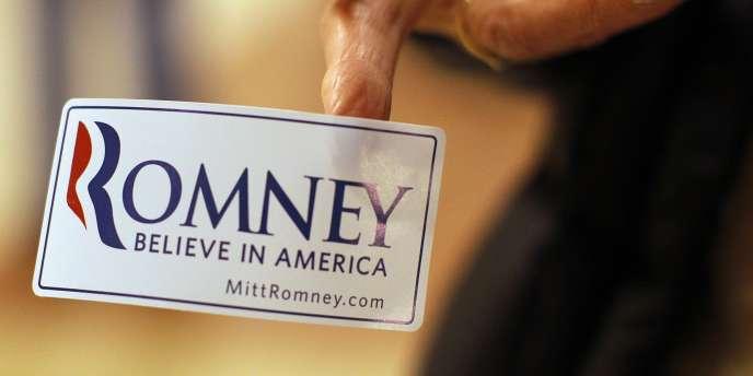 Attaqué que son passé d'homme d'affaires, Mitt Romney clame son indépendance à l'égard des milieux financiers - ici, le 8 janvier 2012 à Exeter (New Hampshire).