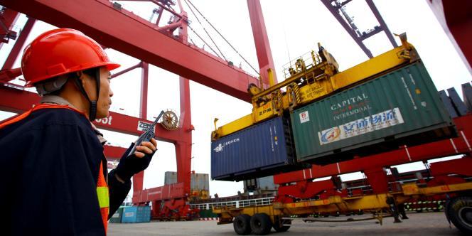 Chargement de conteneurs sur le port de Haikou, en Chine. La révision du PIB américain est surtout due à la bonne tenue du commerce extérieur.
