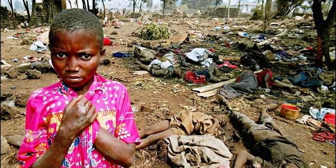 On estime à huit cent mille le nombre de victimes du génocide rwandais, majoritairement des Tutsis.