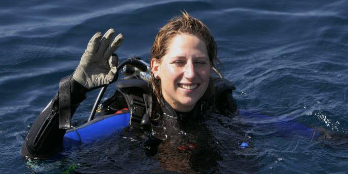 La navigatrice Maud Fontenoy, en plongée au large de Toulon.