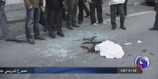 Ahmadi Roshan, professeur d'université iranien, a été tué le 11 janvier par l'explosion d'une bombe placée sur sa voiture, selon le gouverneur adjoint de la province de Téhéran.