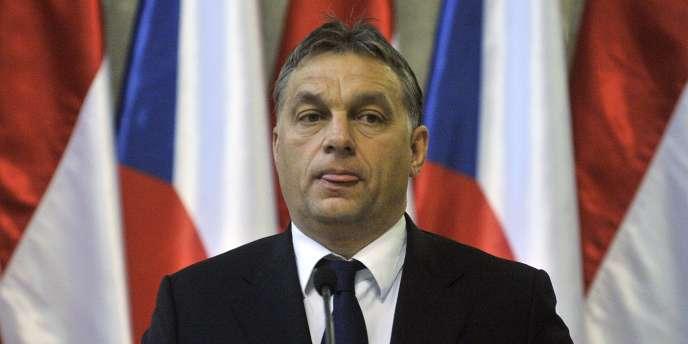 Le gouvernement ultraconservateur du premier ministre hongrois, Viktor Orban, est d'abord mis en cause pour le niveau excessif du déficit public du pays : 6,2 % début janvier 2012.